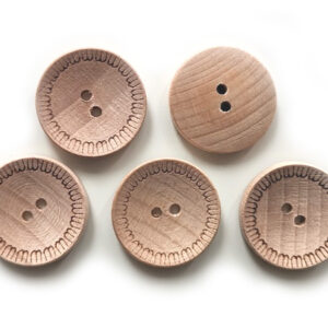 Guziki drewniane bukowe 23 mm wzorek 5 szt. 08